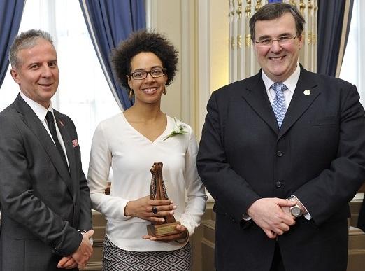 philippemasson-jasminekabuyaracine-et-ministre-francoisblais-prix-hommage-benevolat-photo-courtoisie