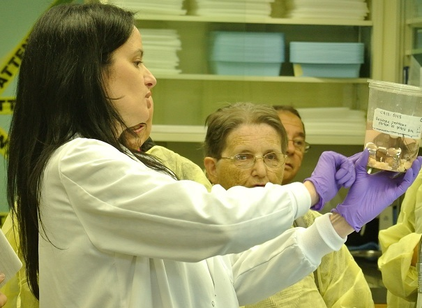 visite-des-laboratoires-hopital-du-suroit-valleyfield-octobre-2012-photo-courtoisie