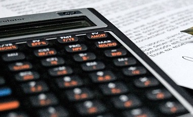 calculatrice-budget-crayon-photo-pixabay-via-infosuroit