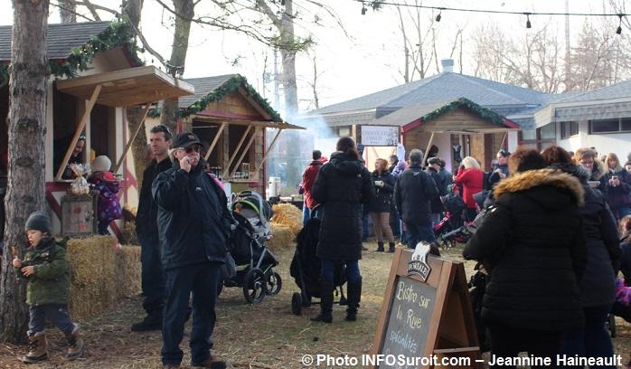 chateauguay-histoiredenoel-2015-kiosque-marche-saveurs-photo-infosuroit-jeanninehaineault