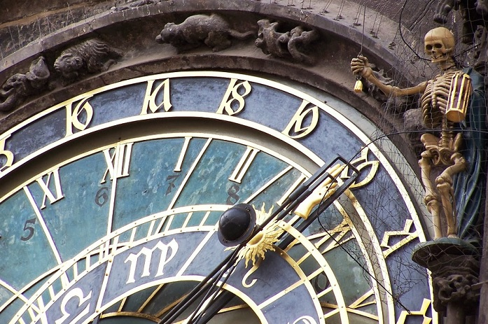mois_des_morts-horloge-squelette-prague-photo-pofex-via-pixabay