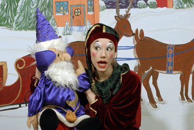 theatre-lapetitevalise-spectacle-de-noel-comedien-et-marionnette-photo-courtoisie