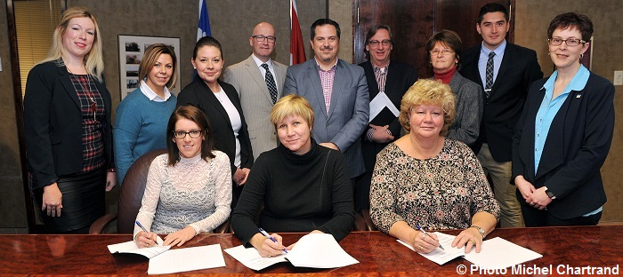 signature-renouvellement-convention-collective-brigadiers-de-chateauguay-photo-michel_chartrand