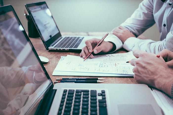 affaires entrepreneuriat conseils PME ordinateur Photo Unsplash via Pixabay