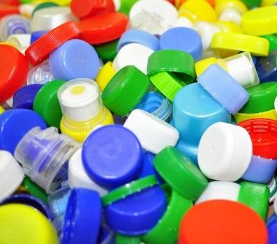 bouchons bouteille plastique Photo Articonn via Pixabay