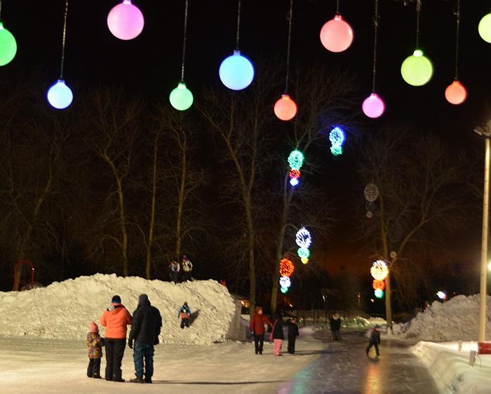 festival Glisse_reglisse a Rigaud anneau de glace soir et lumieres Photo courtoisie