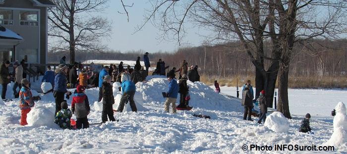 journee hiver amis du parcdesiles bonhomme neige glissade Photo INFOSuroit