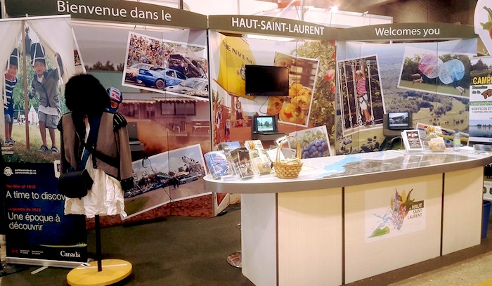 kiosque tourisme Haut-Saint-Laurent au Salon Chasse peche et camping Photo courtoisie CLDHSL