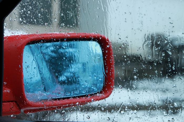 retroviseur auto pluie neige Photo Byrev via Pixabay publiee par INFOSuroit