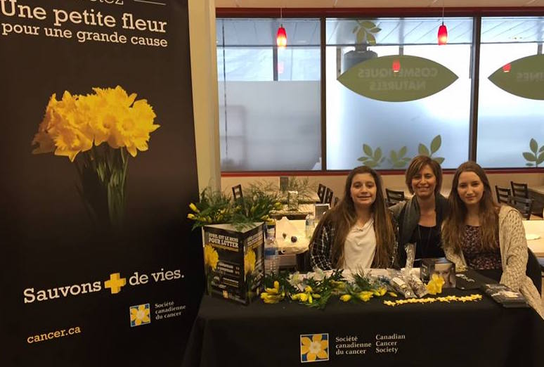Jonquilles 2017 au IGA Chateauguay 3 benevoles Photo SCC
