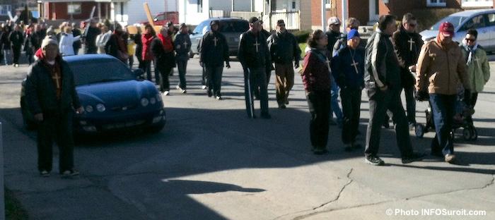 Marche du Pardon dans les rues Paques Photo INFOSuroit