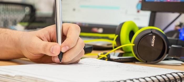 conciliation travail etudes ordinateur musique notes Photo Pexels via Pixabay