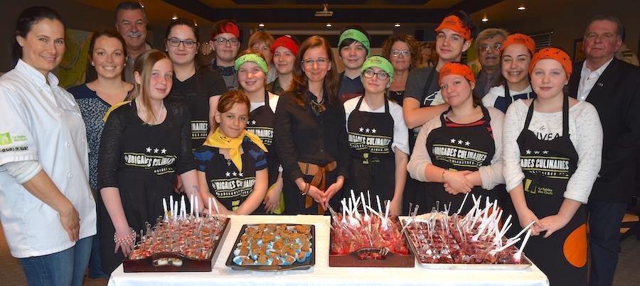 elus-MRC-avec-eleves-brigades-culinaires-Beauharnois-Photo-courtoisie-MRC