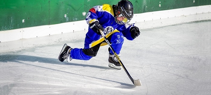 jeune-sportif-hockey-glace-Photo-Fotoblend-via-Pixabay