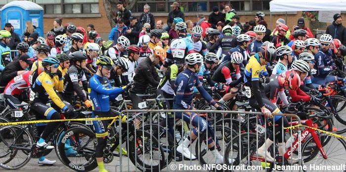 velo-Criterium-Beauharnois-depart-course-Opne-junior-senior-maitre-Photo-INFOSuroit-Jeannine_Haineault