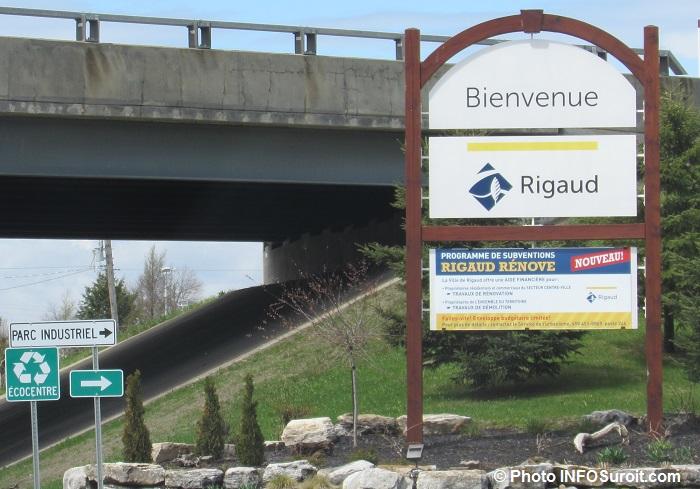 Enseigne Bienvenue a Rigaud panneau Ecocentre parc industriel mai2017 Photo INFOSuroit