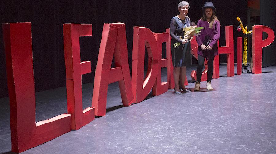 GalaJeunesseRirale2017 CelineOuimet et laureate DaphneGodin-Lemieux Photo courtoisie MRCHSL