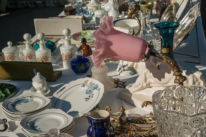 brocante vaisselle vente_garage marche_aux_puces Photo Jackmac34 via Pixabay