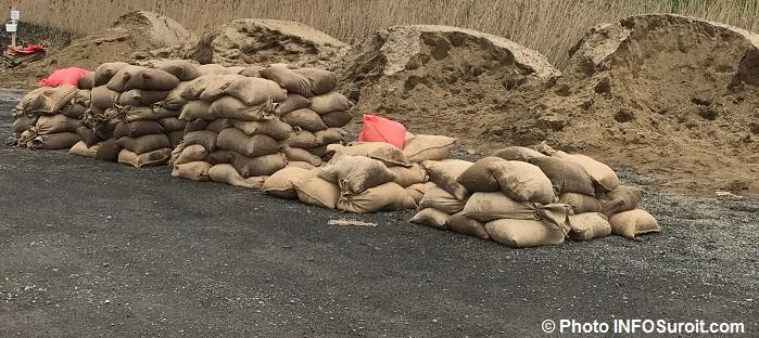 depot sacs de sable rigaud inondation printemps 2017 Photo INFOSuroit