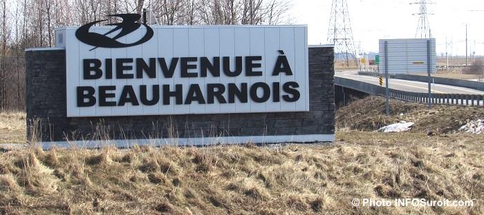 enseigne Bienvenue_a_Beauharnois pres A30 Photo INFOSuroit