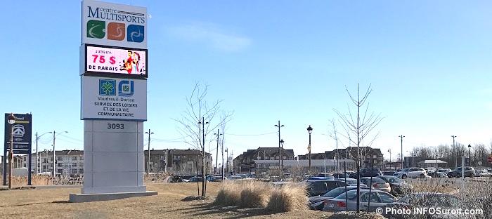 gare AMT Vaudreuil enseigne CentreMultisports et portion stationnement photo INFOSuroit