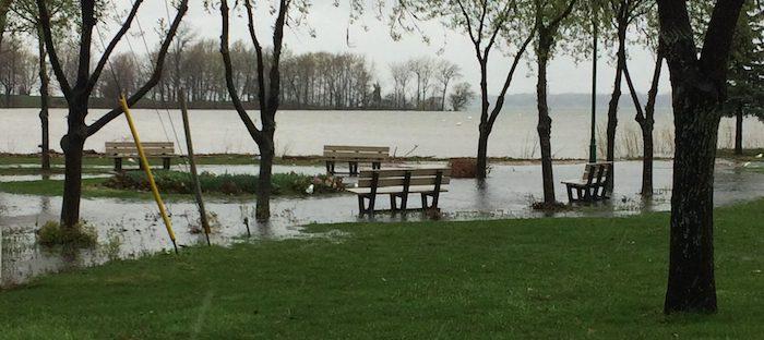 inondation bancs de parc pluie Photo Ville_de_Beauharnois