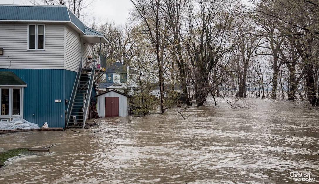 inondation mai2017 Vaudreuil-Dorion maison sacs de sable Photo ChristianGonzalez