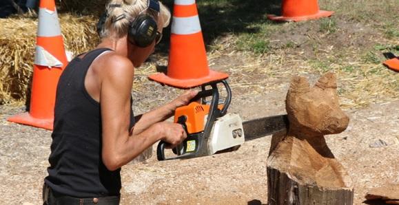 Sculpture bois tronconneuse AuGalop Photo Courtoisie