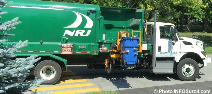 recuperation camion NRJ et bac matieres recyclables saison estivale Photo INFOSuroit