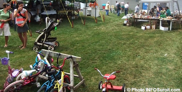 Bazar-en-fete-St-Louis-de-Gonzague-bicyclettes-bibelots-bric-a-brac-chapiteau-Photo-INFOSuroit