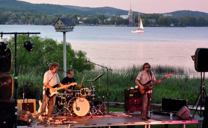 Festival de musique Hudson spectacle plein air site traversier Oka-Hudson Photo via ExploreVS