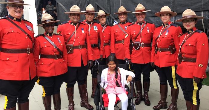 SahanaKhatri de Vaudreuil-Dorion avec equipe GRC 150 ans Canada a Ottawa photo courtoisie JS