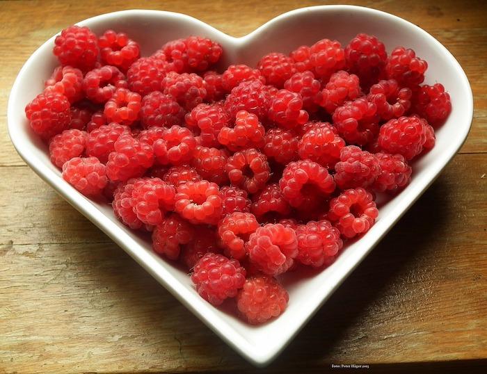 framboises fruit partage repas Photo PublicDomainPictures 18043 via Pixabay CC0