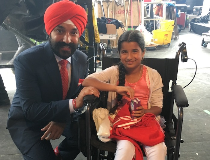 ministre Navdeep Bains avec Shahana Khatri a Ottawa fete du Canada 2017 Photo courtoisie JS