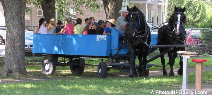 tour caleche chevaux fete familiale St-Louis-de-Gonzague Photo INFOSuroit