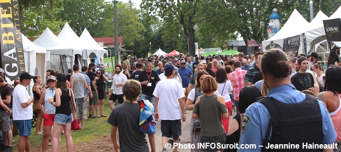 Festi-Bieres du Suroit 2017 a Valleyfield visiteurs kiosques Photo INFOSuroit-Jeannine_Haineault