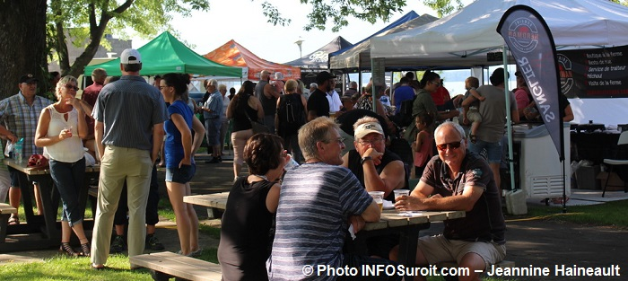 Fete_Gourmande a Beauharnois kiosques visiteurs Photo INFOSuroit-Jeannine_Haineault