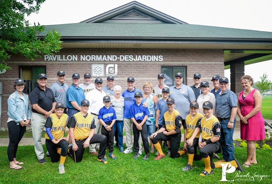 Inauguration Pavillon NormandDesjardins benevole 52 ans baseball mineur Vaudreuil-Dorion Photo PascaleLevesque via VD