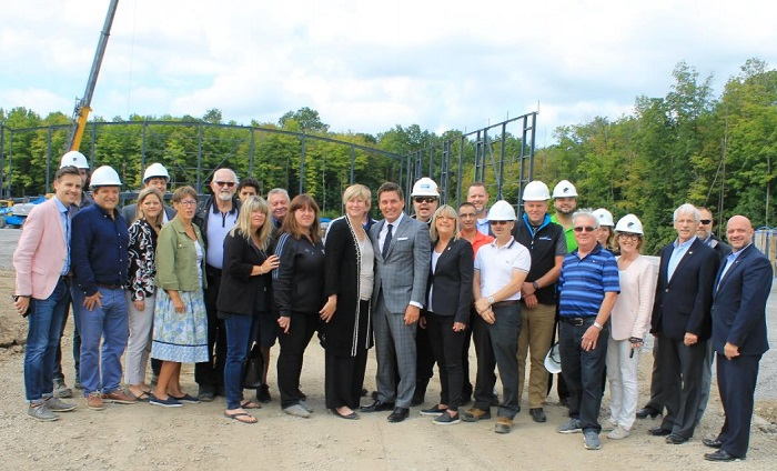 Sportplex a Chateauguay en construction visite chantier avec ministre Moreau Photo courtoisie