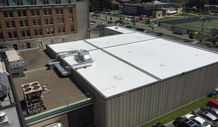 nouvelle toiture blanche pour contrer les ilots de chaleur pour le gymnase du College Valleyfield Photo ColVal