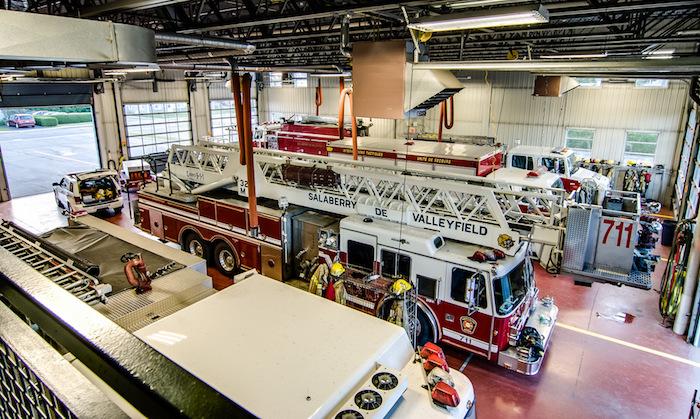Caserne securite incendie Valleyfield camions pompier garage Photo courtoisie SdV