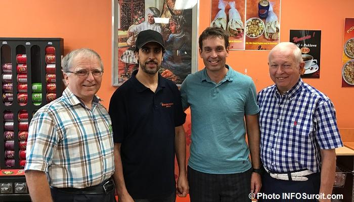 E_Duhamel Abdel patron du resto L-P_Boucher et G_Halley Photo INFOSuroit