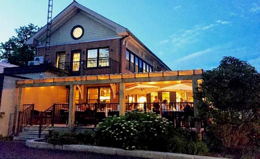 Taverne _de_la_ferme a Ormstown terrasse Photo courtoisie