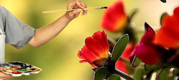 artiste-peintre fleurs pinceau peinture Photo AxxLC via Pixabay CC0