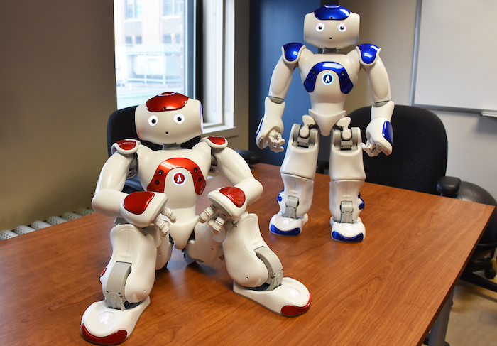 2 robots NAO au College de Valleyfield Photo courtoisie ColVal