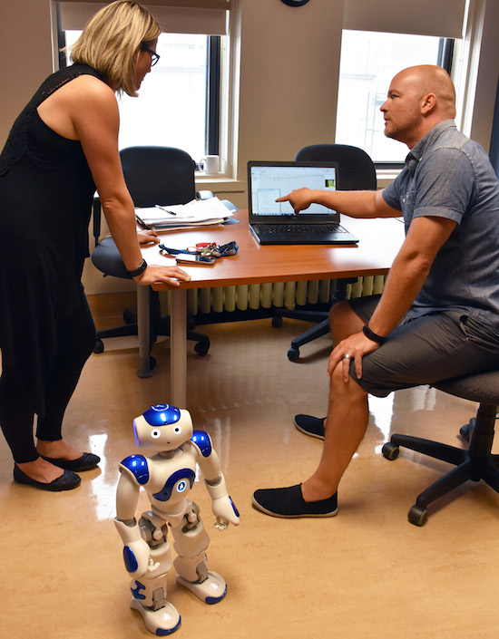 robot Nao presentation au College de Valleyfield Photo INFOSuroit