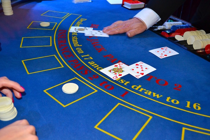 casino cartes black jack pari Photo EnglishLikeaNative via Pixabay CC0