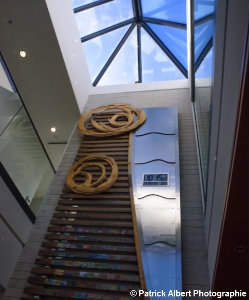 oeuvre artistique a l_entree hotel de ville Rigaud Photo Patrick_Albert