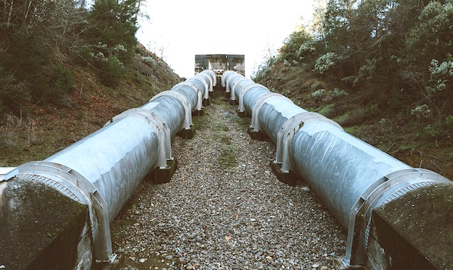 pipelines oleoduc Photo StockSnap via Pixabay CC0