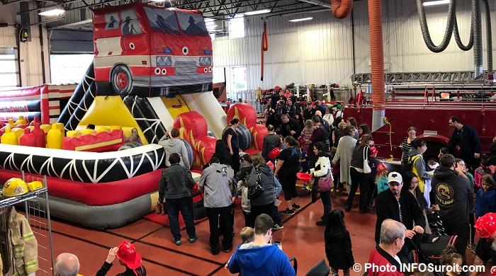 portes ouvertes caserne des pompiers Valleyfield visiteurs jeux gonflables Photo INFOSuroit
